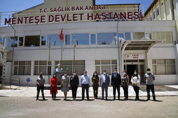 Vali Tavlı hastanelerde incelemelerde bulundu Muğla Valisi Orhan Tavlı, Menteşe Devlet Hastanesi ile Muğla Sıtkı Koçman Üniversitesi Eğitim ve Araştırma Hastanesinde incelemelerde bulundu.