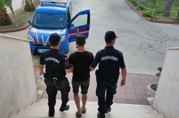 Milas JASAT'tan kaçamadı Milas ilçesinde hırsızlıktan kesinleşmiş hapis cezası bulunan şüpheli Milas Jandarması JASAT ekiplerinde yakalandı.