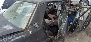 Traktör römorkuna çarpan otomobil paramparça oldu: 1 ölü, 2 yaralı
