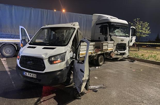 Tır kamyonete çarptı: 3 yaralı