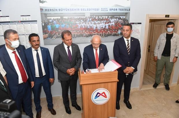 Kemal Kılıçdaroğlu, Mersin'de Bir dizi ziyaret ve toplantıya katılmak üzere Mersin'e gelen CHP Genel Başkanı Kemal Kılıçdaroğlu, Büyükşehir Belediyesinin 'Kır Çiçekleri Projesi' kapsamında eğitim alan çocuklarla bir araya geldi