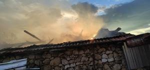 Manisa'da samanlık yangını paniğe neden oldu
