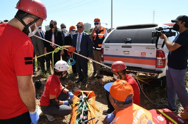 """Antalya'da """"deprem tatbikatı"""" gerçeğini aratmadı Tatbikatta, senaryo gereği, Antalya Körfezi açıklarında meydana gelen 6,6 şiddetindeki deprem sonrası yaşananlara başarıyla müdahale edildi"""