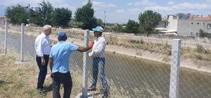 Vatandaşların güvenliği için sulama kanalı etrafına tel örgü çekildi