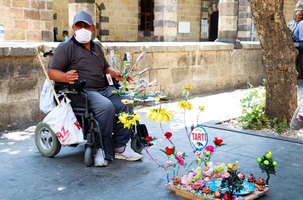 Engelini, hayata gülen gözleri ile aştı Geçirdiği hastalık sonucu tekerlekli sandalyeye bağlı kaldı ama hayata hiç küsmedi