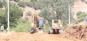 Alaşehir'de yol genişletme çalışmaları yapılıyor