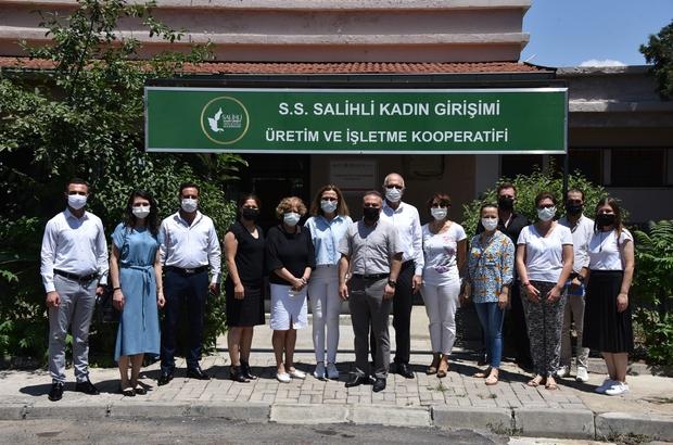 Salihli'deki üreten kadınlara ekipman desteği