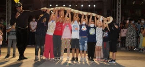 Sirk ekibinin gösterileri nefesleri kesti