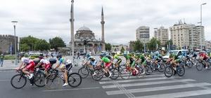 Kadın sporcular 107 kilometre pedal çevirdi