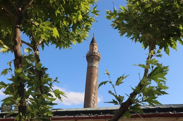 825 yıllık Sivas Ulu Camii'nin restorasyon çalışmalarına eğik minaresinden başlanacak Restorasyon çalışmaları öncesinde yapılan ilk analizlerde minare eğiliminde herhangi bir artış kaydedilmediği belirlendi