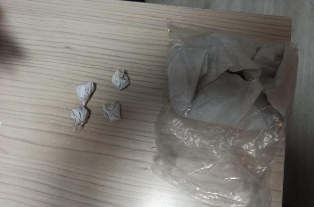Üzerindeki uyuşturucuyu satarken yakalandı