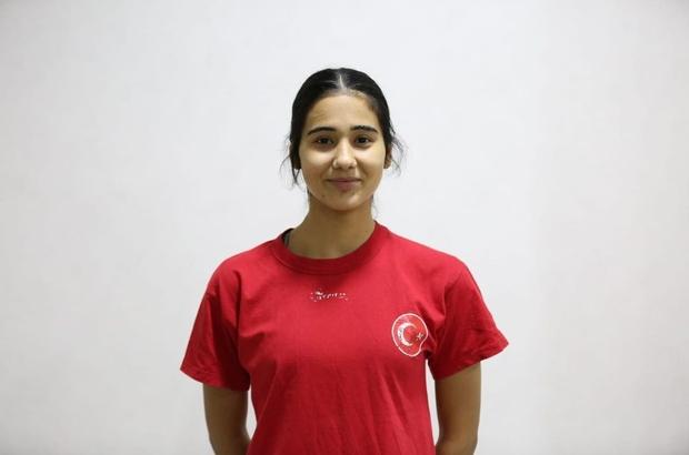 Toprak sahadan milli takıma Adasokağı Spor Kulübü Hentbol Takımının 17 yaşındaki Tuana Akman milli takıma seçildi
