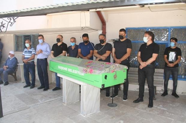 AK Partili Yüce'nin acı günü AK Parti Sivas İl Başkan Yardımcısı Rüstem Yüce'nin vefat eden annesi Rukiye Yüce  kılınan cenaze namazının ardından toprağa verildi