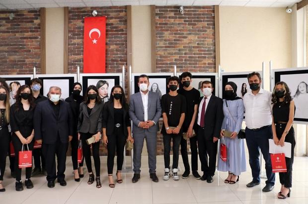 """Lise öğrencileri resim sergisi açtı Sivas Muzaffer Sarısözen Güzel Sanatlar Lisesi öğrencileri, """"Telafide Ben de Varım"""" programı kapsamında resim sergisi açtı."""