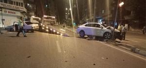 Gaziantep'te iki otomobil kafa kafaya çarpıştı: 4 yaralı