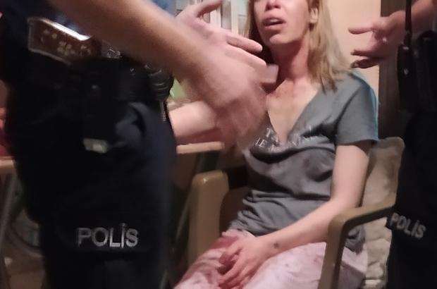Adana'da iki kadın arasında bıçaklı kavga: 1 yaralı Adana'da sokakta kavga ettiği kadın tarafından bıçaklanan Fas uyruklu kadın vatandaşlardan  yardım istedikten sonra evine sığındı