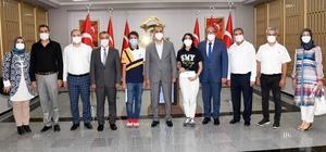 Adıyaman'ın LGS şampiyonları Vali Çuhadar tarafından ödüllendirildi