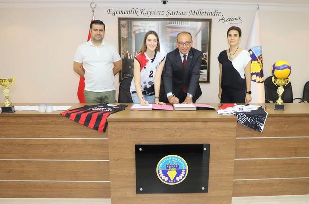 Turgutlu Belediyespor Sude Özel'i renklerine bağladı