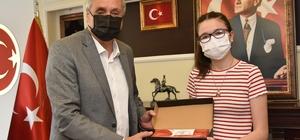 LGS'de dereceye giren öğrencilere tablet hediye edildi