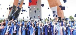 DPÜ Eğitim Fakültesi'nde mezuniyet heyecanı