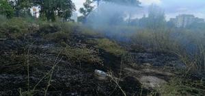 Akaryakıt istasyonunun yanındaki boş arazide çıkan anız yangınını itfaiye söndürdü