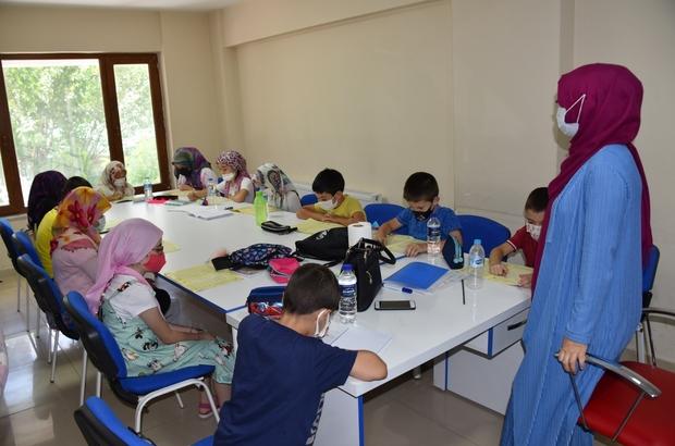 Minikler Kur'an-ı Kerim okumayı öğreniyor
