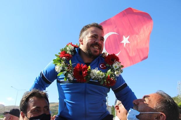 """Dünya Şampiyonu Gözel'e Sivas'ta coşkulu karşılama Milli güreşçi Dursun Gözel: """"Hedefim olimpiyat şampiyonluğu"""""""