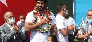 Konyalı pehlivan İsmail Koç memleketinde 'şampiyon' gibi karşılandı