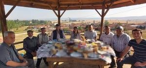Köylülerle kahvaltıda buluştu