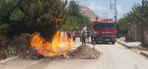 Elazığ'da faciadan dönüldü Elazığ'da doğalgaz borusu patladı, alevler metrelerce yüksekliğe ulaştı
