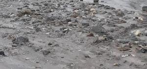 Taşlıçay-Doğubayazıt yolu sel nedeniyle ulaşıma kapandı