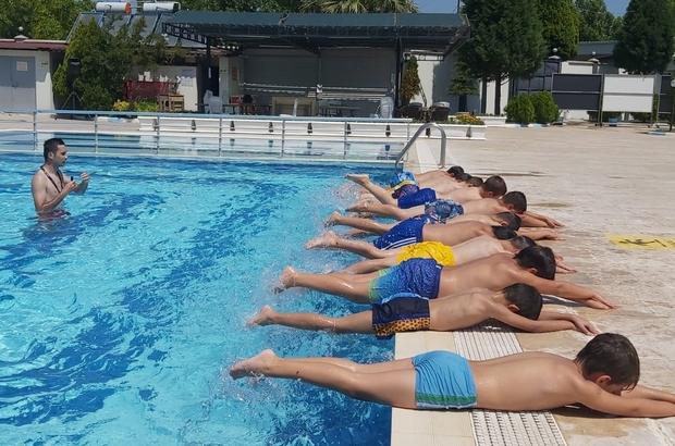 Saruhanlı Belediyesi yüzme kursları başladı