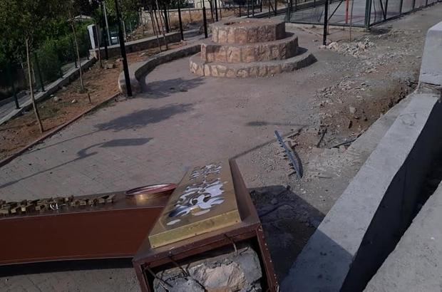 Kulp'ta şiddetli rüzgar park tabelasını devirdi