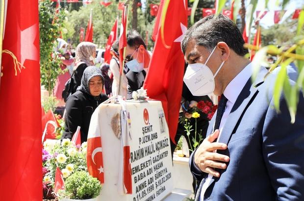 Başkan Fadıloğlu şehitleri mezarı başında andı
