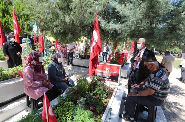 Başkan Tahmazoğlu 15 Temmuz'da şehitliği ziyaret etti
