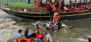 Van Gölü'nde can pazarı Karaya oturan teknedeki 32 yolcu ile 2 mürettebat kurtarıldı