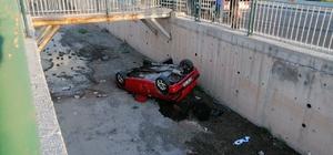 Otomobili ekspere götürürken kaza yaptılar: 3 yaralı Kayseri'de içerisinde alıcı ve satıcının bulunduğu otomobil, ekspere giderken kanala uçtu