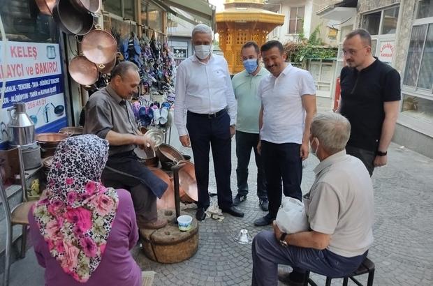 Hamza Dağ'dan esnaf ziyareti AK Parti Genel Başkan Yardımcısı Hamza Dağ, Simav'daki çarşı esnaflarını ziyaret etti