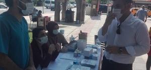 Kaymakam Karaloğlu, vatandaşları aşı olmaları için ikna ediyor