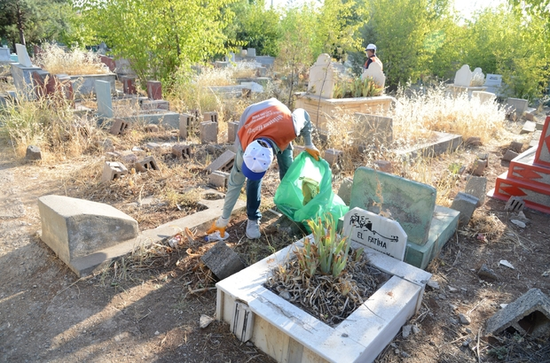 Kurban Bayramı öncesi mezarlıklar temizlendi
