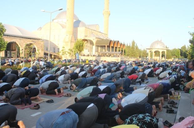 Adıyaman'da binlerce kişi bayram namazı için saf tuttu