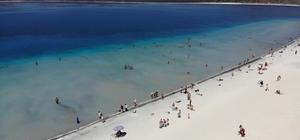 Salda Gölü'nde bayram tatili yoğunluğu Turistlerin Kurban Bayramı için tatil tercihi Salda Gölü oldu Salda Gölü'ne yerli ve yabancı turist akın etti
