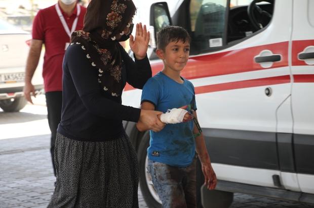 Babasına kurban kesmek için yardım eden çocuk elini kesti