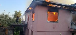 Tüp patladı, ev küle döndü Yangında 2 küçükbaş hayvan köy sakinleri tarafından kurtarıldı