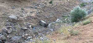 Bingöl'de hafif ticari araç uçuruma yuvarlandı: 2 ölü, 2 yaralı