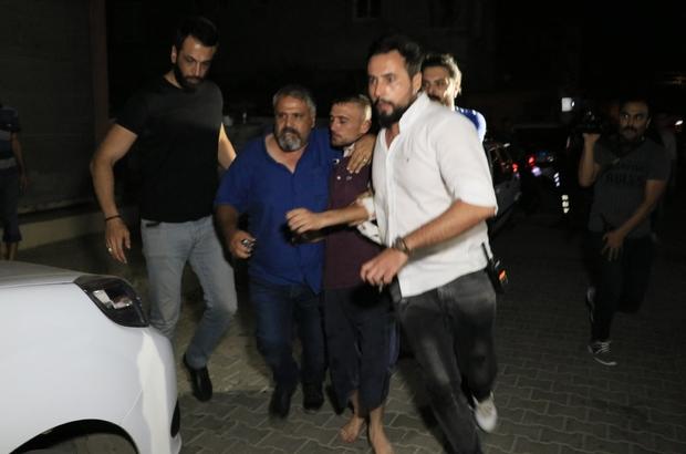 Kız alıp verme meselesi yüzünden amcasını ve kuzenini pompalı tüfekle vurarak ağır yaraladı Adana'da kız alıp verme meselesi yüzünden amcasını ve kuzenini ağır yaralayan şüpheli olayın gerçekleştiği yerin 10 metre uzağında bir evde saklanırken yakalandı