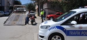Motosikletlere sıkı denetim Kurban Bayramı'nın daha güvenli ve huzurlu geçmesi için Simav Emniyet Müdürlüğü tedbirleri artırdı Kurallara uymayan 30 motosiklet trafikten men edildi