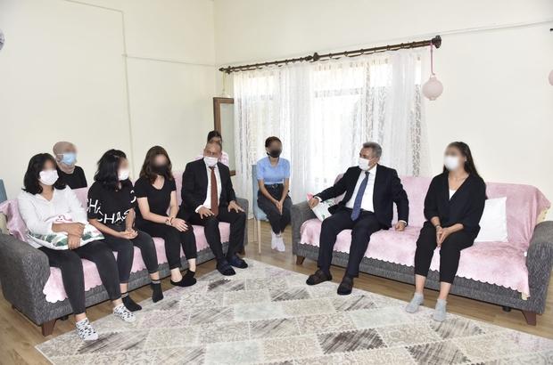 Vali Elban kimsesiz çocukları unutmadı Adana Valisi Süleyman Elban Kurban Bayramı nedeniyle kimsesiz çocukları unutmayarak onların bayramını kutlayıp hediyeler verdi