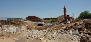 Kapalı spor salonunun yıkımına başlandı