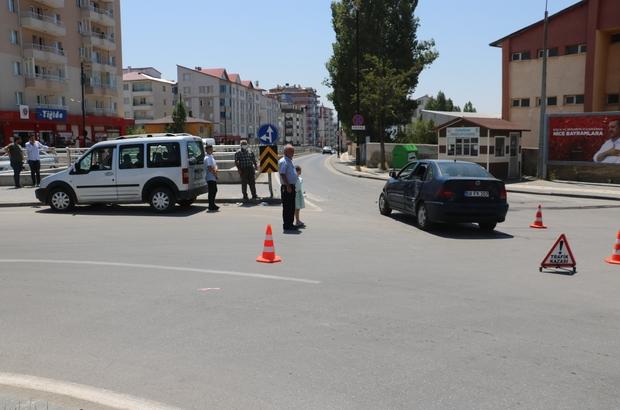 Otomobiller çarpıştı: 4 yaralı Sivas'ta iki otomobilin çarpışması sonucu meydana gelen trafik kazasında 4 kişi yaralandı